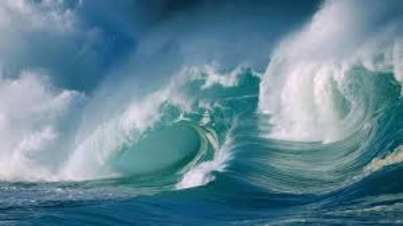 یو اے ای میں تیز ہواؤں کے ساتھ سمندر میں 10 فٹ اونچی لہریں اٹھنے کا امکان