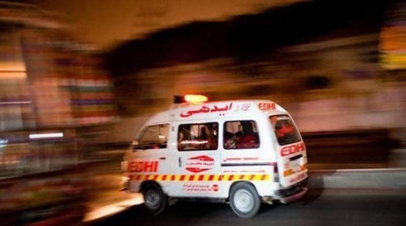 چکوال میں آئل ٹینکر کی گاڑی کو ٹکر سے 5 افراد جاں بحق جبکہ 6 زخمی ہوگئے