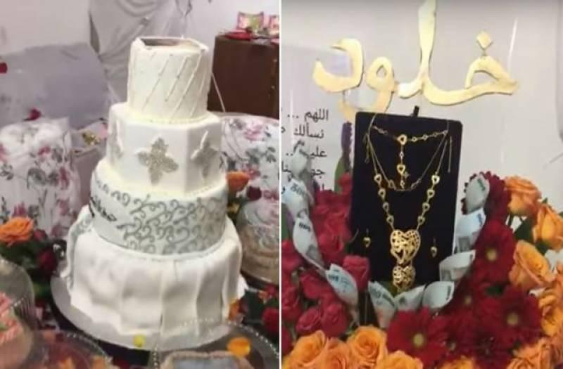 سعودی شوہر نے روٹھی بیوی کو منانے کے لئے محبت کے اقرار ناموں،کرنسی نوٹوں اور پھولوں سے کمرہ بھر دیا۔