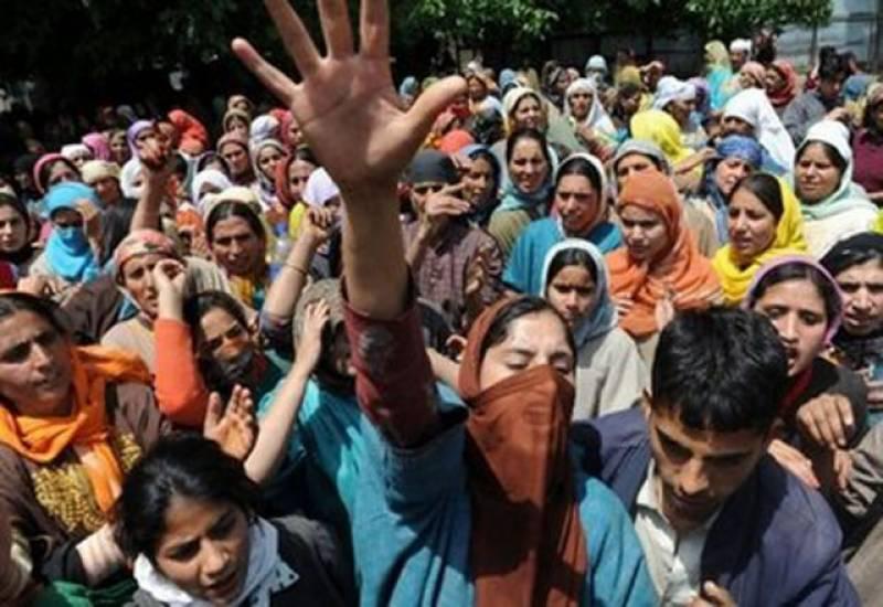 خواتین کے احتجاج نے فوجیوں کو گاﺅں سے بھاگنے پرمجبور کردیا۔