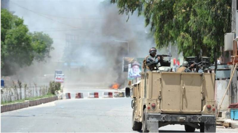 افغانستان کے شہر جلال آباد میں مسلح افراد نے سرکاری ٹی وی کی عمارت پر حملہ کردیا