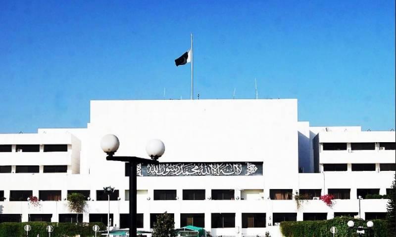 قومی اسمبلی اجلاس کےدوران اپوزیشن کا ایوان میں ہنگامہ ..