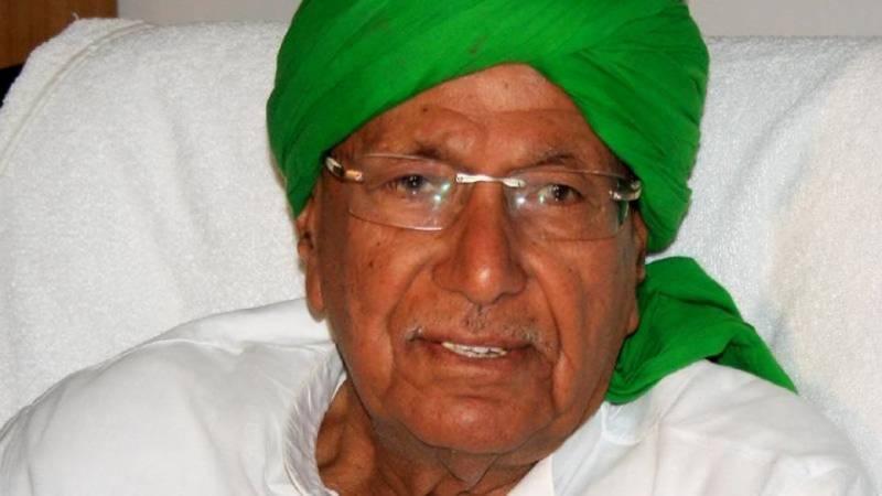 بھارت کے سابق وزیر اعلیٰ نے بیاسی سال کی عمر میں بارویں کا امتحان پاس کر کے کئی سوالات پیدا کر دیئے