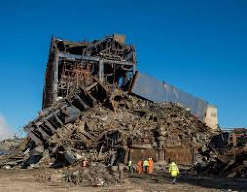 برطانیہ میں 39 سال پرانےکنگس نارتھ پاوراسٹیشن کی عمارت چند لمحوں میں زمین بوس کردی گئی
