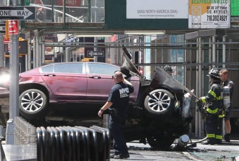 امریکی شہری نے تیزی رفتار گاڑی ہجوم پرچڑھا دی۔