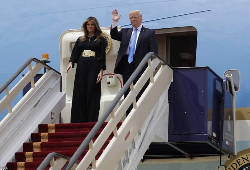 ڈونلڈ ٹرمپ اپنے خاندان کے ہمراہ پہلے غیر ملکی دورے پر سعودی عرب روانہ ہو گئے