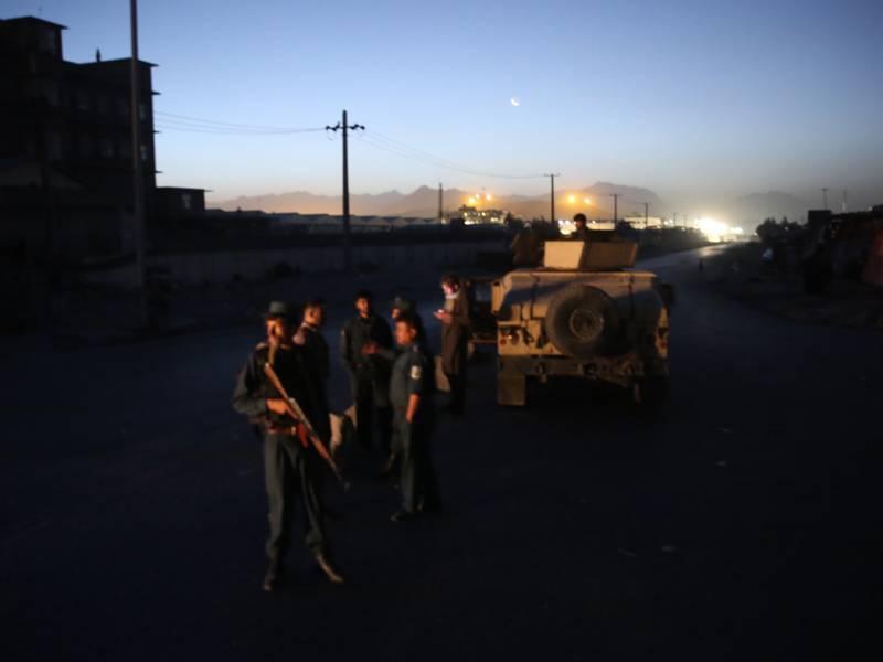 گاڑی سڑک کے کنارے نصب بم سے ٹکرانے سے ایک ہی خاندان کے 11افراد جاں بحق