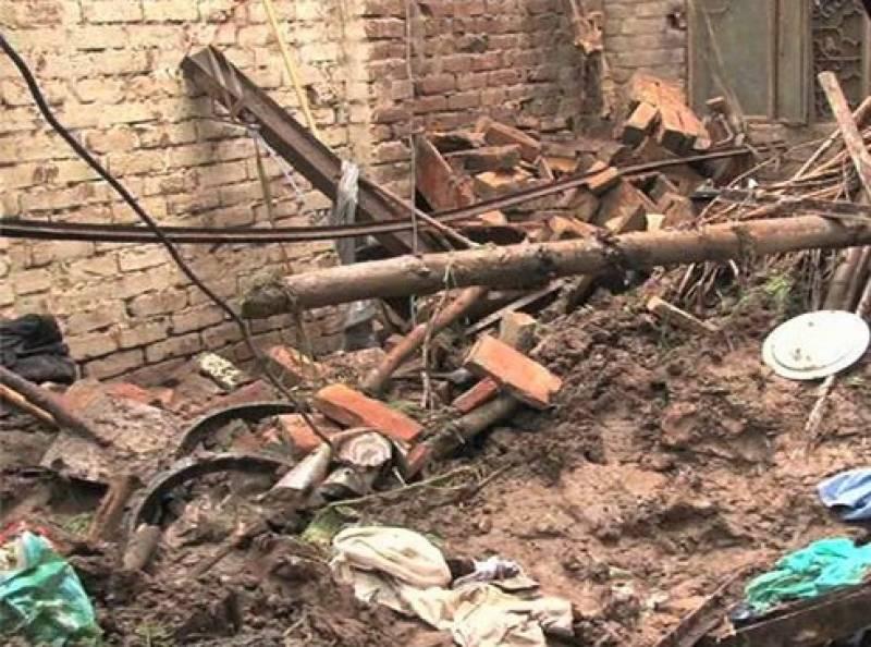لاہور سمیت پنجاب کے مختلف شہروں میں طوفانی ہواؤں اور بارش کے باعث تباہی مچ گئی،،