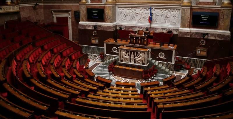 فرانس میں پارلیمانی انتخابات کیلئے پولنگ کا عمل جاری ہے،،