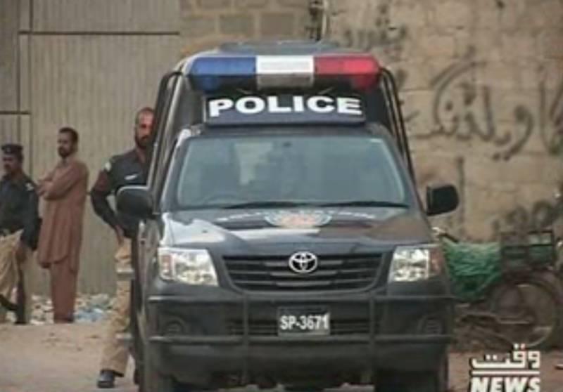 کراچی میں قانون نافذ کرنے والے ادارے نے نارتھ ناظم آباد میں کارروائی کے دوران متحدہ لندن کے سات ملزمان کو گرفتار کرلیا،