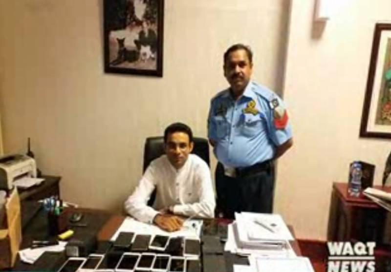راولپنڈی کے بے نظیرانٹرنیشنل ایئرپورٹ پرکسٹم حکام نے  تئیس سمارٹ فون پاکستان سمگل کرنے کی کوشش ناکام بنادی۔۔