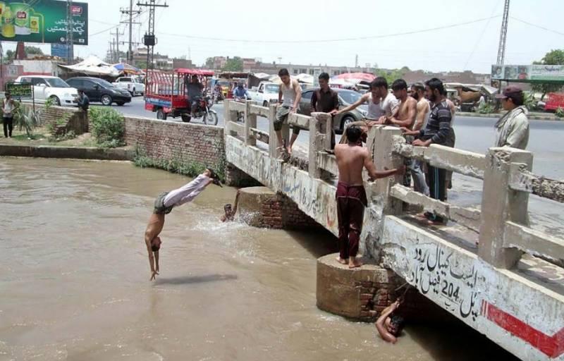 شدید گرمی نے ملک کے بیشتر علاقوں میں لوگوں کے پریشان کر دیا۔