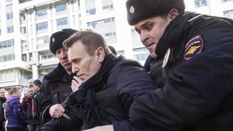 روس کی سیاست میں گرمی آگئی ہے،اپوزیشن رہنما الیگزی نوالنی کو30 روز کے لیے جیل بھیج دیا گیا