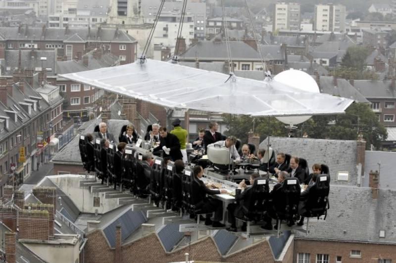 بیلجئم میں ہوا میں تیرتے ہوئے ہوٹل نے پوری دنیا میں دھوم مچا دی