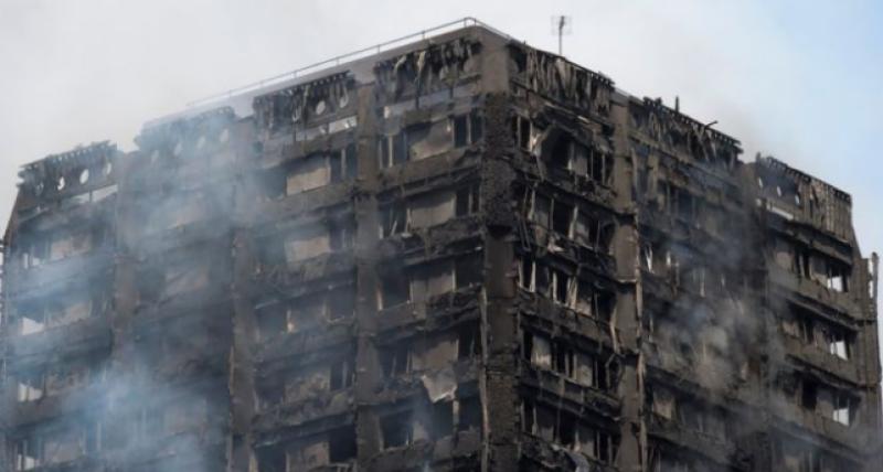 لندن میں چوبیس منزلہ گرین فل ٹاور میں بھڑکنے والی خوفناک آگ پر کئی گھنٹوں بعد قابو پالیا گیا
