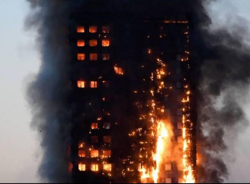 لندن کی گرینفل عمارت میں اچانک بھڑکنے والی آگ کے نتیجے میں 12 افراد ہلاک اور متعدد زخمی ہوگئے
