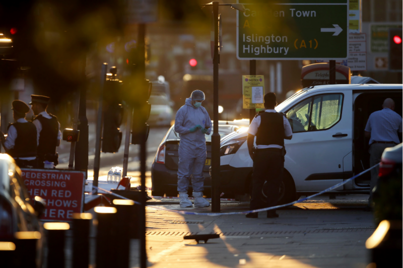 لندن میں دہشتگردوں کا چوتھا وار، مسجد سے نکلنے والے نمازیوں کو ایک وین تلے کچل دیا گیا، واقعے میں ایک شخص جاں بحق جبکہ دس زخمی ہوگئے