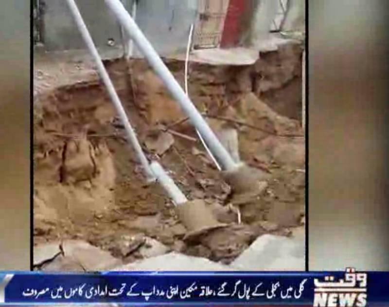 کراچی میں بارشوں نے نظام زندگی درہم برہم کر دیا، اہم شاہراہیں ڈوب گئیں
