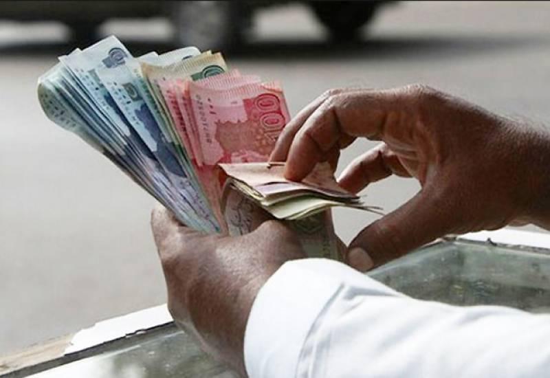 پاکستانی روپے کی قدر میں کمی کا سلسلہ جاری۔