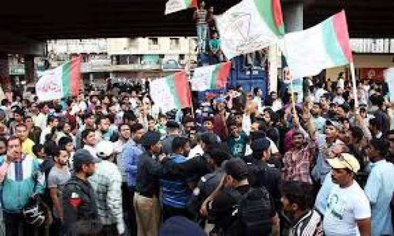 کراچی  ضمنی الیکشن :- ایم کیوایم اورپیپلز پارٹی کے کارکن آمنے سامنے