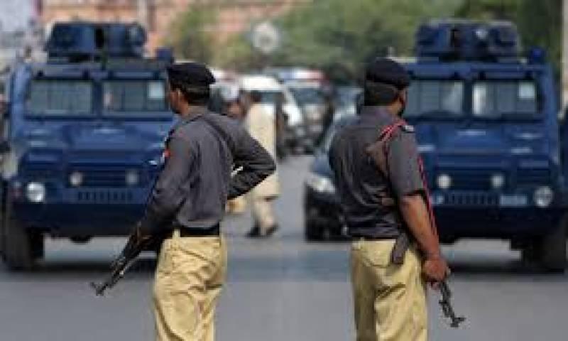 کراچی میں جرائم پیشہ افراد کے خلاف پولیس کی کارروائیوں کا سلسلہ جاری