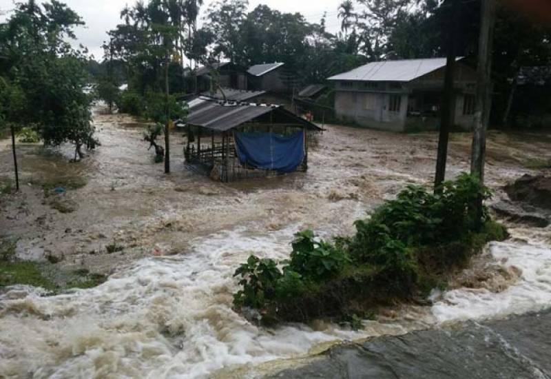 بھارت میں بھی بارش نے 80 لوگوں کی جان لے لی۔