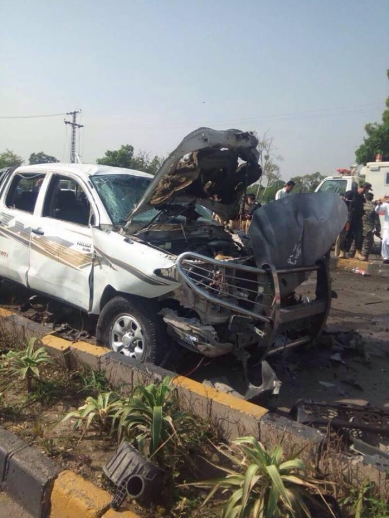 پشاور ایف سی کی گاڑی پر خودکش دھماکے میں 2اہلکار شہید جبکہ 3 اہلکاروں سمیت7 افراد زخمی