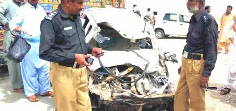 شورکوٹ  میں اڈا قاسم آباد کے قریب تیز رفتار ٹرالر بے قابو ہوکر کار سے ٹکرا گیا