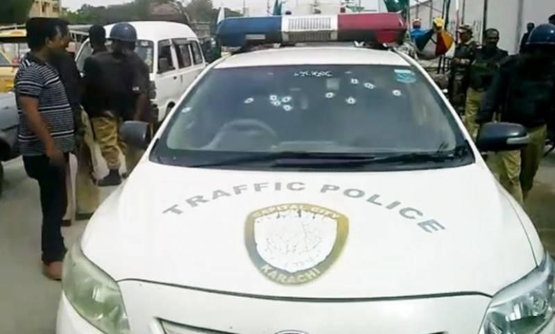 کراچی میں ایک بار پھر پولیس پر فائرنگ