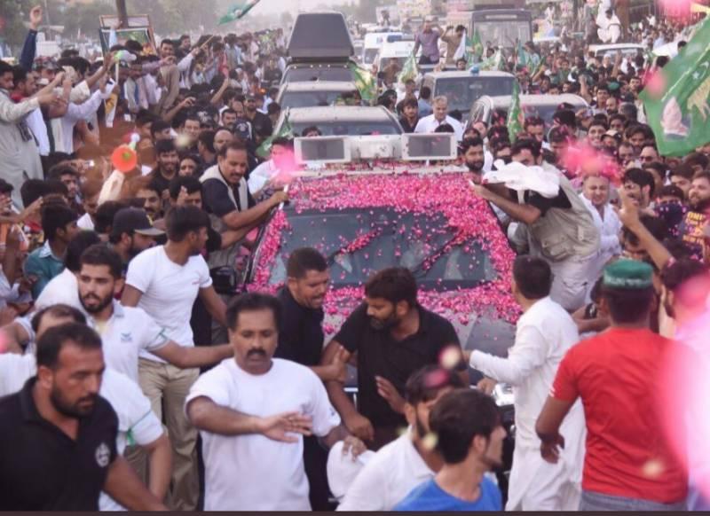 نااہلی کے بعد نواز شریف گھر کیلئے نکلے تو راولپنڈی سے لاہور تک لیگی کارکنوں کا راج رہا