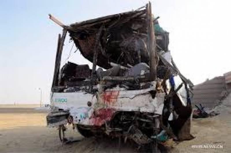 ایک مسافر بس پل پر ایک ٹرک سے ٹکرانے کے بعد نیچے جا گری: مصر میں حکام