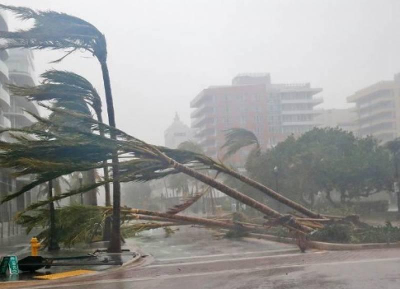 بحر اوقیانوس کے خطرناک ترین طوفان ارما نے امریکی ریاست فلوریڈا میں تباہی مچا دی، 200 میل فی گھنٹہ کی ہواؤں نے درخت اکھاڑ دیئے چھتیں اڑا دیں
