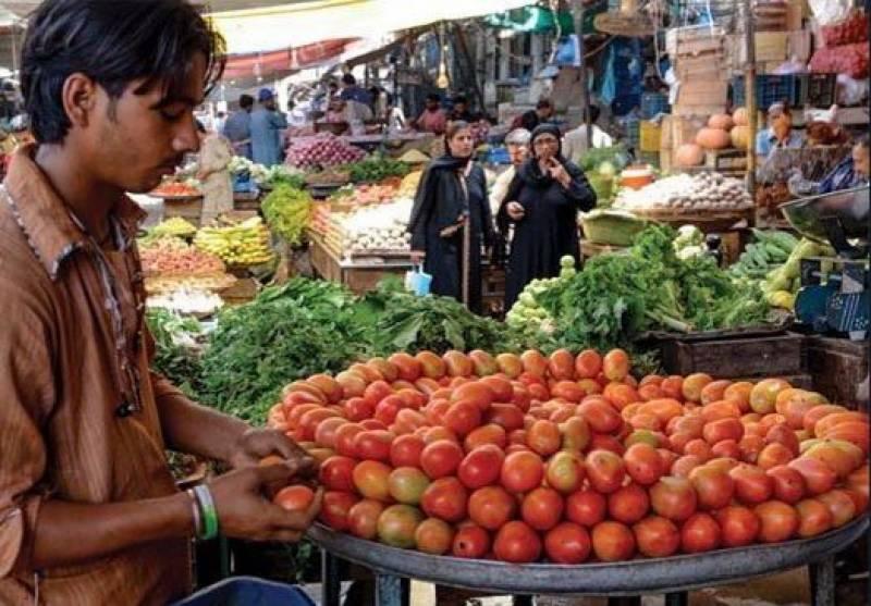 کراچی میں بھی ٹماٹر کی قیمت آسمان سے باتیں کرنے لگی۔