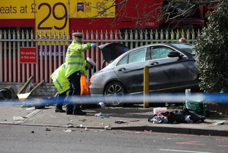 برطانوی دارالحکومت لندن میں نیچرل ہسٹری میوزیم کے قریب ایک شخص نے اپنی گاڑی نے فٹ پاتھ پر چڑھا دی، گیارہ راہ گیر زخمی