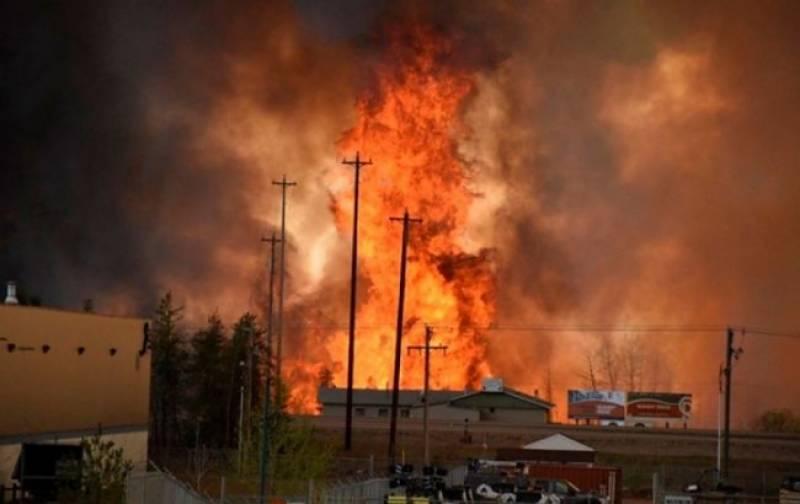 کیلی فورنیا تاریخ کی بدترین جنگلاتی آگ کی لپیٹ میں