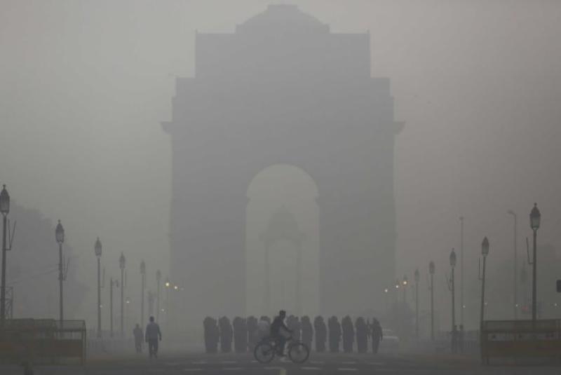 بھارتی دارالحکومت نئی دہلی میں فضائی آلودگی میں بدترین اضافے کے بعد میڈیکل ایمرجنسی نافذ