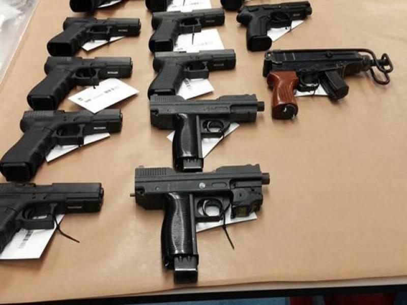 وزارت داخلہ کا آٹومیٹک ہتھیاروں کے لائسنس معطل کرنے کا فیصلہ