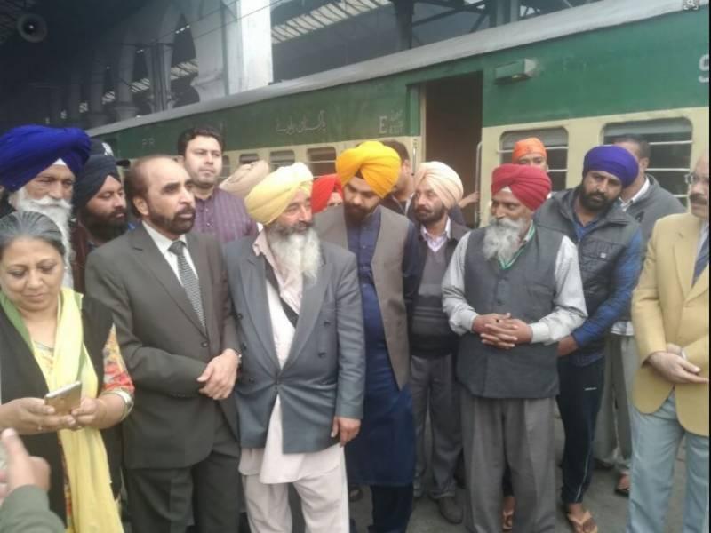 لاہور میں مذہبی رسومات کی ادائیگی کے بعد سکھ یاتری خصوصی ٹرین کے ذریعے بھارت روانہ ہوگئے