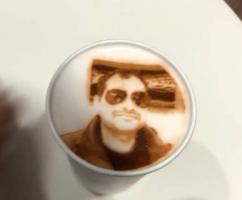 کافی بنانا تو ہر کوئی جانتا ہے لیکن کافی کے اوپر نقش و نگار بنانے کا ہنر کسی کسی کے پاس ہی ہوتا ہے ،