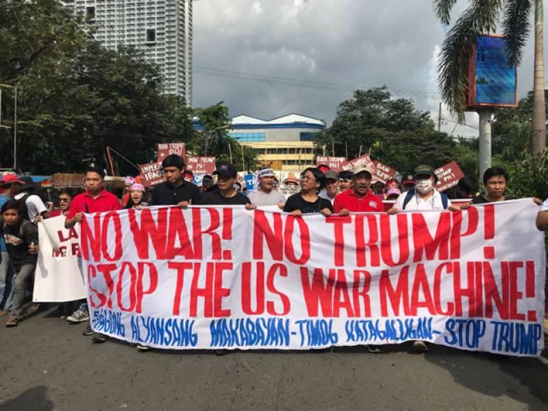 سینکڑوں افراد امریکی صدر ڈونلڈ ٹرمپ کے خلاف سڑکوں پر نکل آئے۔