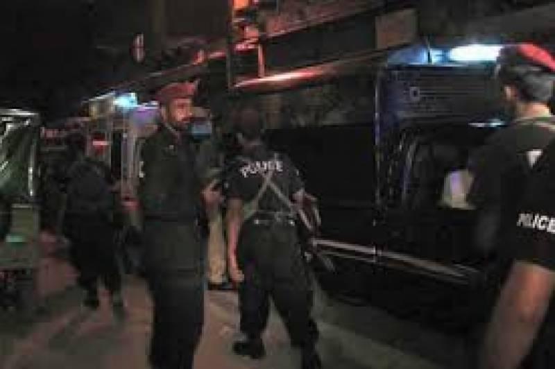 کراچی کے مختلف علاقوں میں رات گئے فائرنگ کے واقعات میں خاتون سمیت چار افراد زخمی ہوگئے