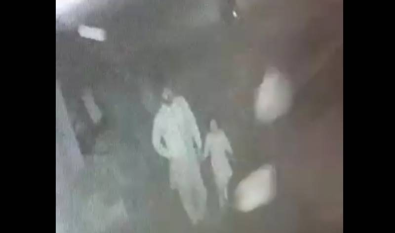 قصور واقعے میں ملوث ملزمان کی سی سی ٹی وی کیمروں کی فوٹیجز حاصل کررہے ہیں۔ آر پی اوشیخوپورہ