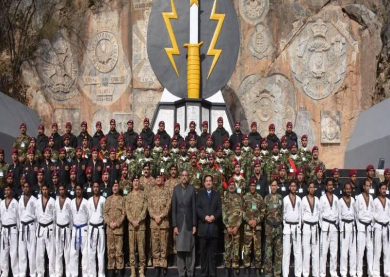 وزیراعظم شاہد خاقان عباسی اور آرمی چیف جنرل قمر جاوید باجوہ کا چراٹ میں سپیشل سروس گروپ ایس ایس جی ہیڈکوارٹرز کا دورہ
