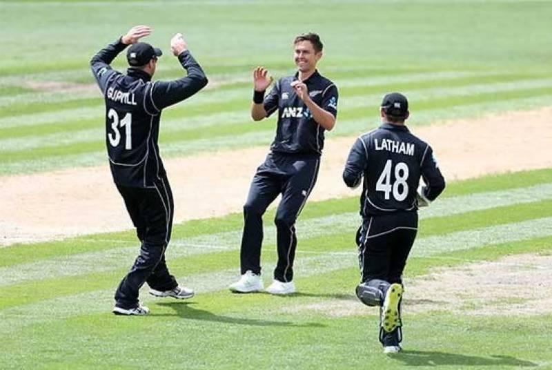 پاکستان کو نیوزی لینڈ کے ہاتھوں تیسرے ون ڈے میچ میں بھی بدترین شکست