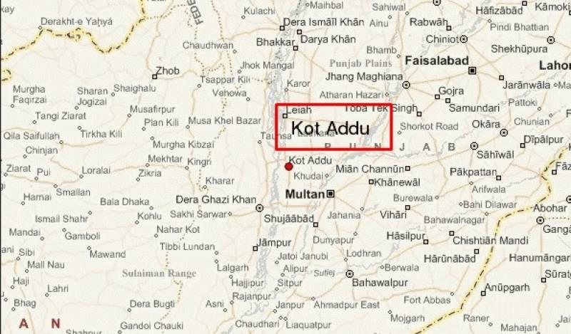 کوٹ ادو میں مسافروین اور موٹرسائیکل رکشہ میں تصادم کے نتیجے میں 2افراد جاں بحق جبکہ 5چ زخمی ہوگئے۔