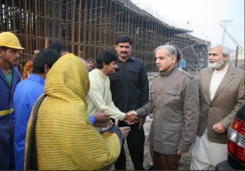 وزیراعلیٰ پنجاب  شہباز شریف نے اورنج لائن میٹرو ٹرین کے منصوبے کا بغیر پروٹوکول دورہ کیا اور تعمیراتی کاموں کا معائنہ کیا۔