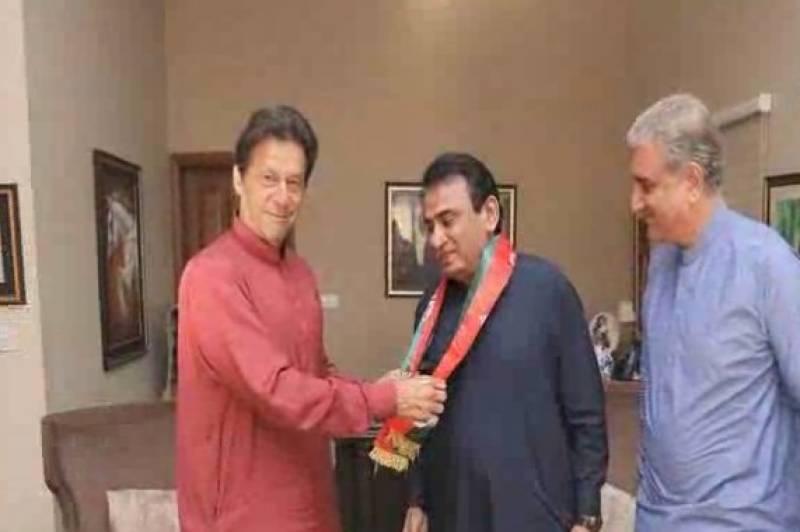 سابق وزیر نیلوفربختیار اور لاڑکانہ سے سابق ایم این اے شاہد بھٹو نے تحریک انصاف میں شمولیت اختیار کرلی