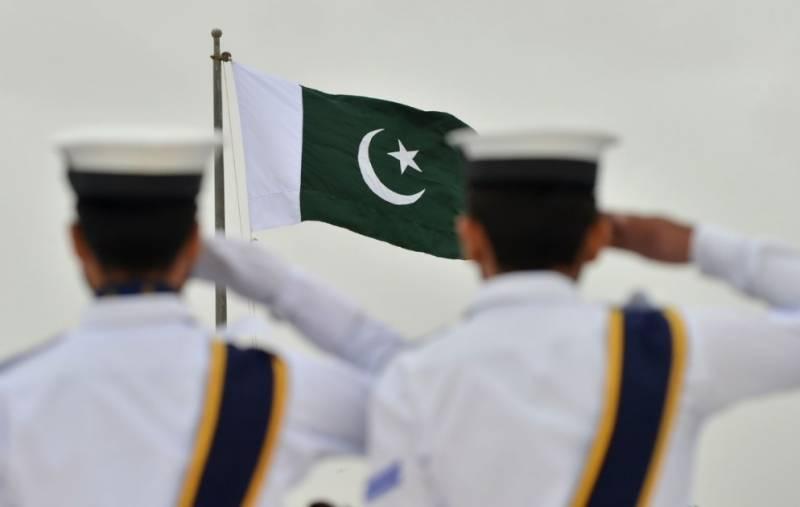 مزار قائد پر گارڈز کی تبدیلی کی پروقار تقریب, پاکستان نیول اکیڈمی کے کیڈٹس نے فرائض سنبھال لئے