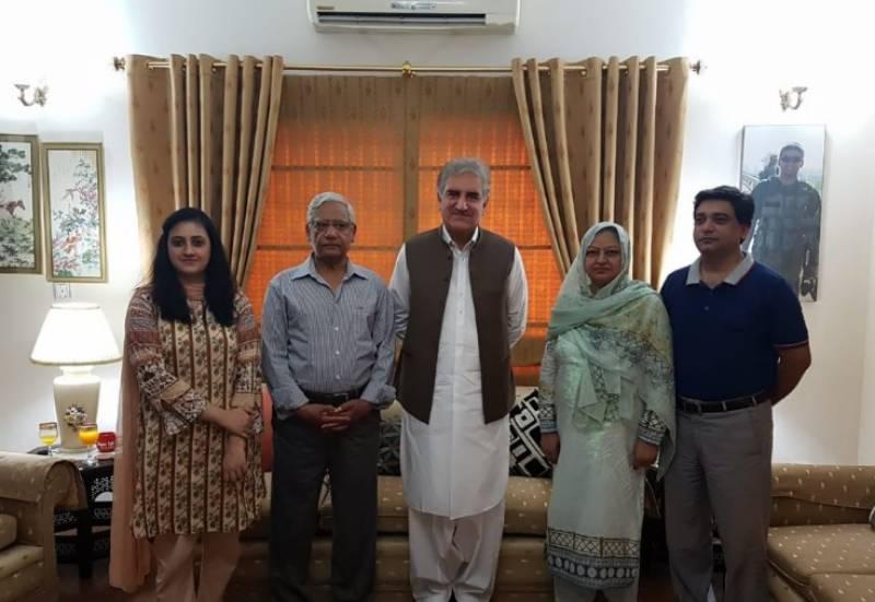 وزیرخارجہ شاہ محمود قریشی کی شہید کیپٹن عمر زیب کے اہل خانہ سے ملاقات,