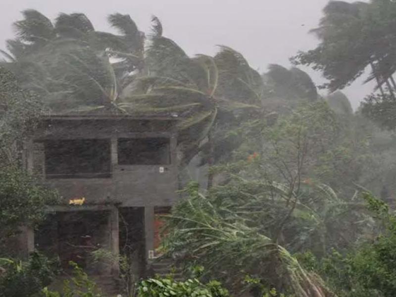 بھارت میں سمندری طوفان سے 2افراد ہلاک، لاکھوں بے گھر